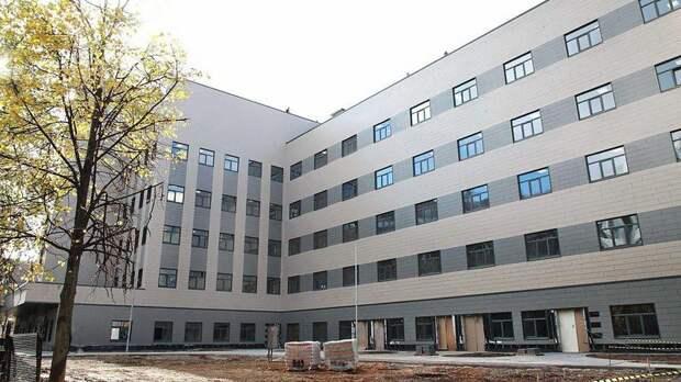 Беглов проверил ход строительства нового корпуса больницы Святого Георгия — видео
