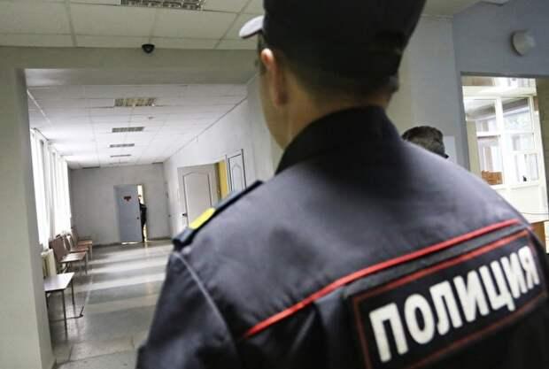 В Москве мужчину, напавшего с ножом на девушку в метро, отпустили под обязательство о явке