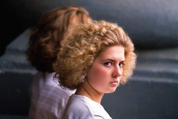 Портретный снимок симпатичной незнакомки. СССР, Москва, 1988 год. Автор фотографии: Chris Niedenthal.