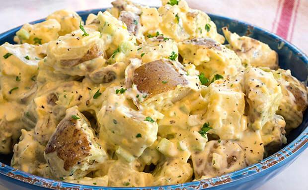 Делаем картошку основным ингредиентом сытного салата: порция заменяет ужин