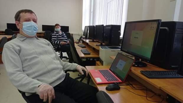 Пенсионеры Головинского стали лучшими в компьютерном многоборье