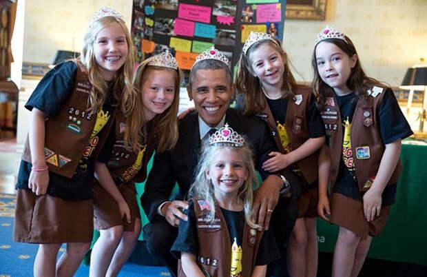 СМИ поймали Обаму на ношении короны