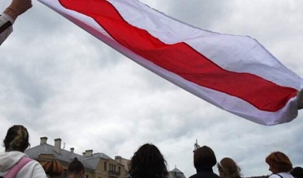 Погоня вооруженных силовиков за протестующими в Минске попала на видео