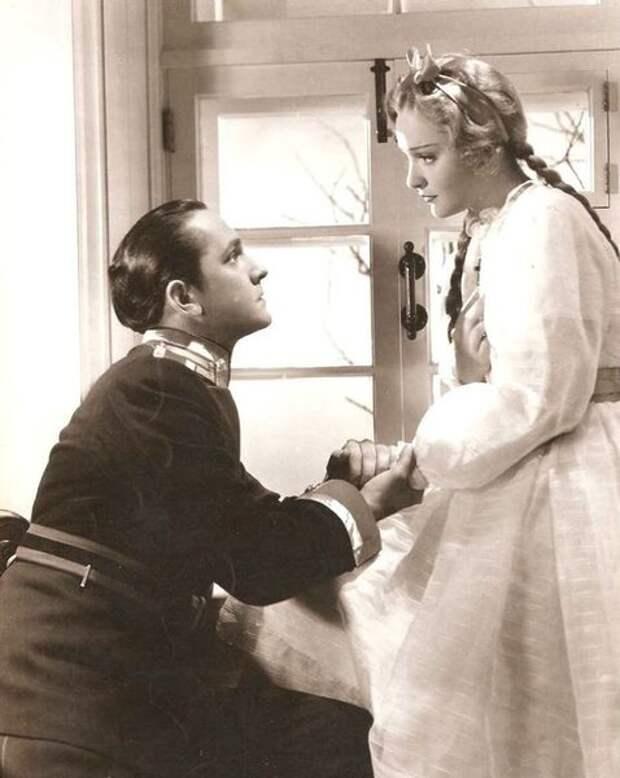 """Кадр из фильма """"Пока мы живы"""" по мотивам повести Льва Толстого """"Воскресенье"""". Это был второй голливудский фильм Анны -- и в прокате он показал себя гораздо удачнее. Конечно, это же опять была русская классика!"""
