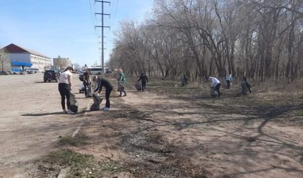 На улицах Оренбурга прошли районные субботники