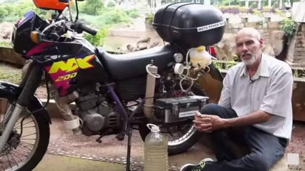 Водородный мотоцикл Honda NX200 рукастого бразильца Рикардо Азеведо. | Фото: youtube.com.