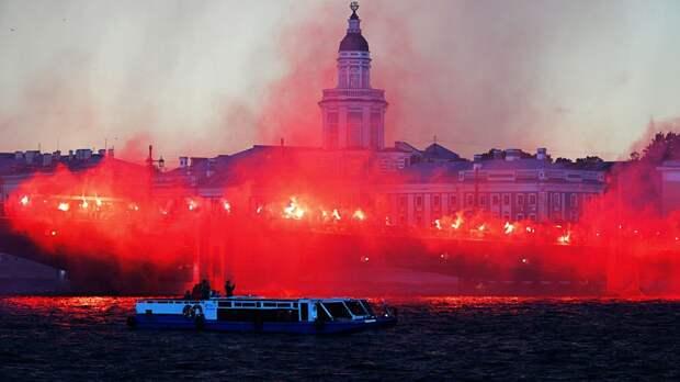 Салют на Крестовском и файер-шоу на Неве. «Зенит» эпично отметил чемпионство с фанатами