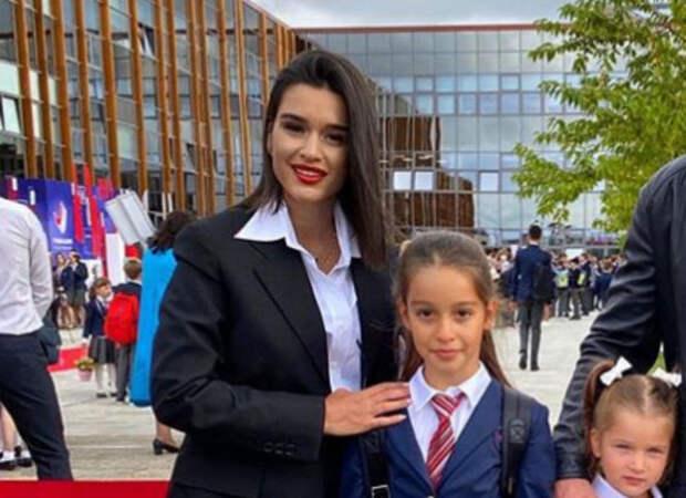 Ксения Бородина ответил тем, кто назвал ее бабкой в мини на школьной линейке