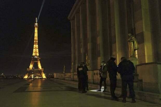 Власти Франции введут комендантский час с 16 января