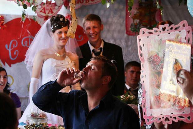 """Сестра вышла замуж за"""" колхозника"""" в 18 лет. Рассказываю, как они сейчас живут"""