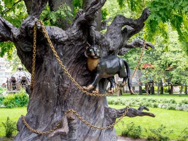 Вообще дуб должен быть на берегу моря. /Фото: blogspot.com.