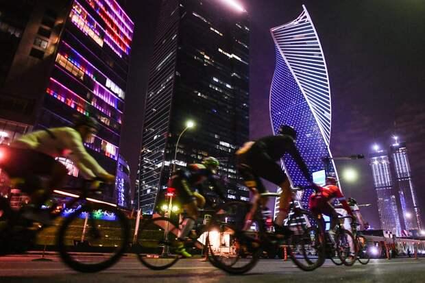 Ночная велогонка L'Etape Moscow by Tour de France в Москве.