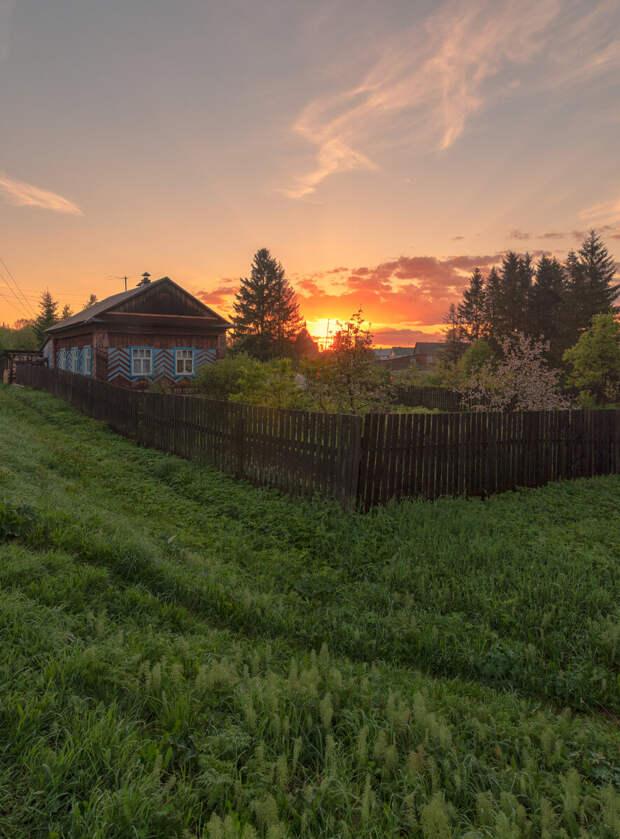 Рассвет у соседнего дома