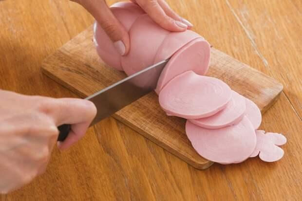 Сырокопченая, сыровяленая или ливерная колбаса: что вреднее