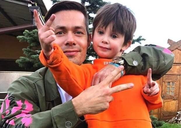 «Бешеный маленький вредитель», – Дана Борисова поддержала женщину, напавшую на сына Стаса Пьехи, и обвинила в случившемся самого артиста