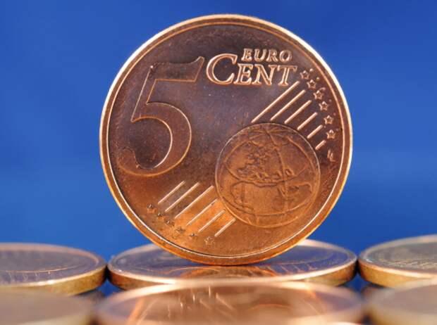 Курс евро впервые со 2 августа поднялся до 87 рублей