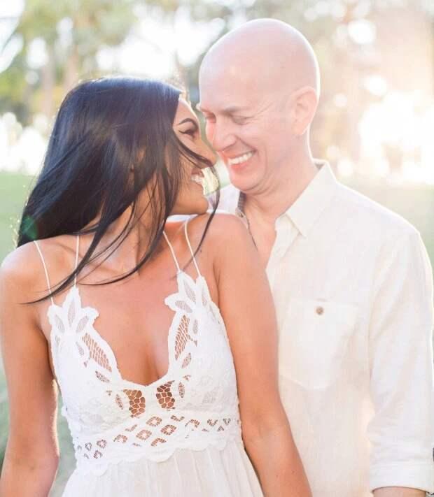 Любовь без границ: пара с 23-летней разницей в возрасте обручилась через месяц после знакомства
