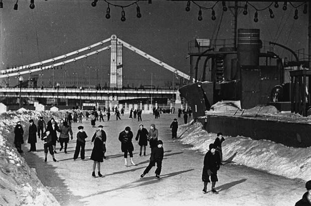 Катание на коньках на Москве-реке в СССР