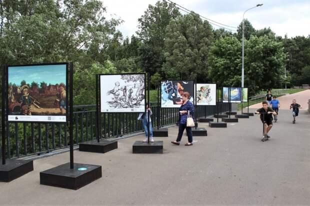 В парке «Яуза» открылась фотовыставка иллюстраций к сказкам