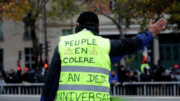 Участник демонстрации по случаю первой годовщины движения Желтые жилеты в Париже - РИА Новости, 1920, 12.09.2020