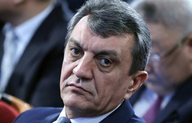 Неизвестные угнали внедорожник бывшего губернатора Севастополя