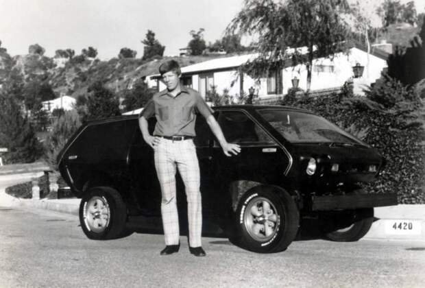 А вот кстати и он сам со своим детищем! Brubaker Box, авто, автодизайн, автомобили, минивэн, находка, олдтаймер, ретро авто