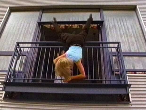 В Приангарье муж выбросил жену с балкона квартиры на 5-м этаже