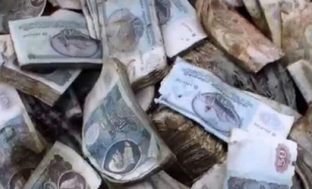Поисковик спустился в заброшенную ракетную шахту: нашел мешки с деньгами СССР