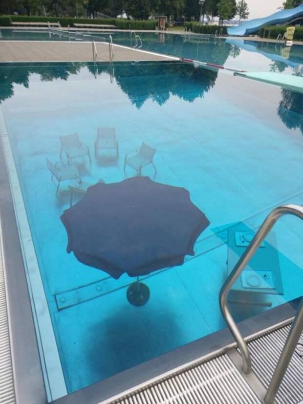Столик под водой