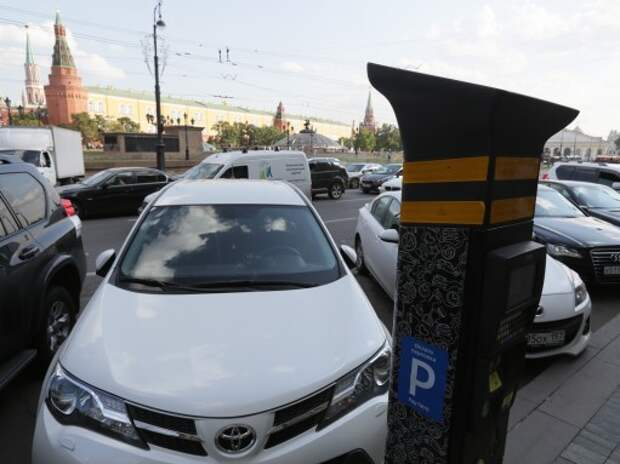 Бесплатная парковка по воскресеньям и праздникам в Москве сохранится только до конца 2015 года