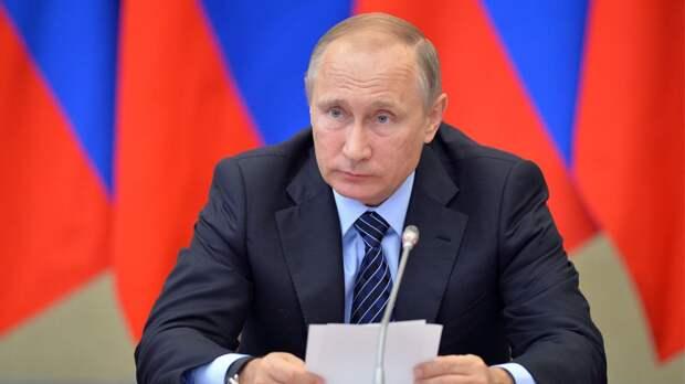 Путин потребовал строить больше деревянных домов