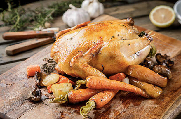 Хрустящая курица в духовке: мясо само пропитывается соком