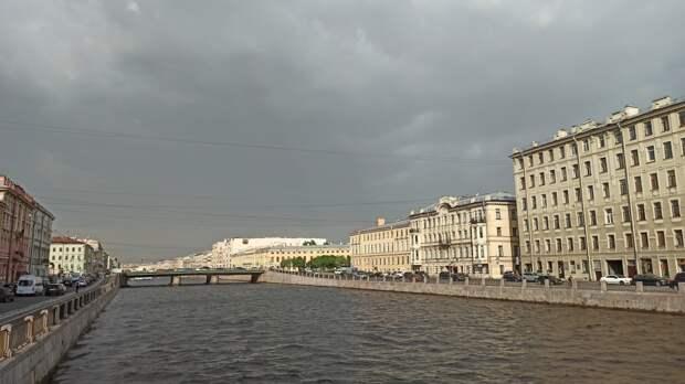 Жителей Петербурга предупредили о грозах и усилении ветра в субботу