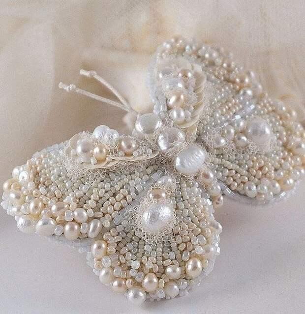 Бабочки из бисера. Браво мастерам, создавшим красоту!