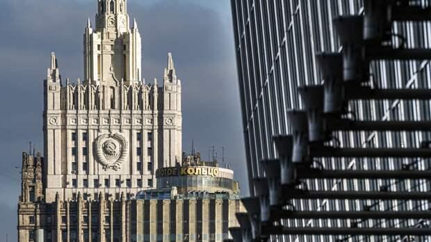 МИД предупредил о рисках для планирующих зарубежные поездки россиян