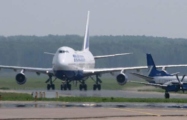 Пьяный пассажир напал на бортпроводников рейса Петербург - Анталья