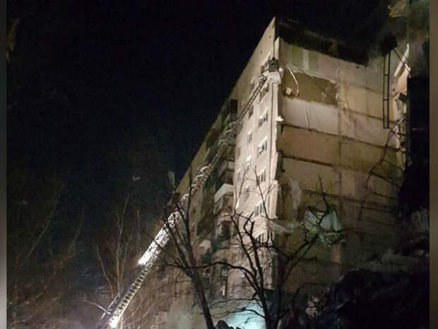 Свидетельства очевидцев и видео обрушения подъезда многоэтажки в Магнитогорске появились в сети
