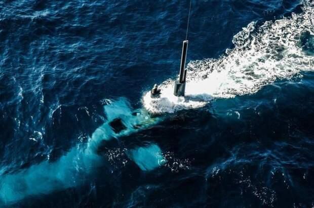 Подводная лодка проекта 212 на перископной глубине