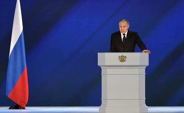 Владимир Путин предложил выплатить по 10 тысяч рублей на каждого школьника
