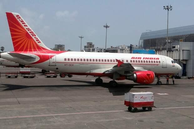 Пилоты индийской авиакомпании отказались летать без вакцинации отCOVID-19