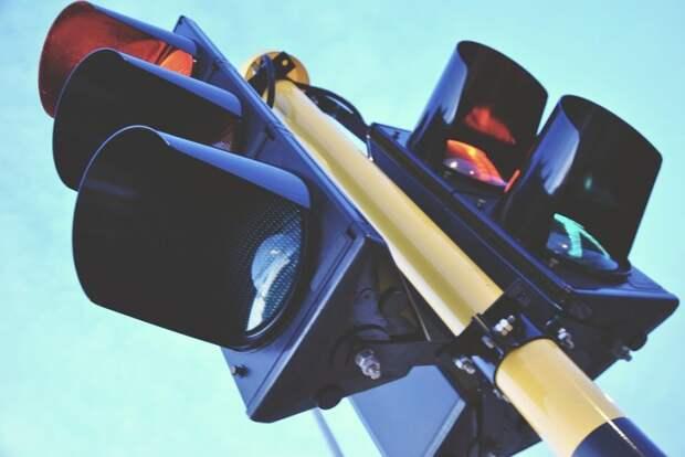 На бульваре Матроса Железняка заменили светофор