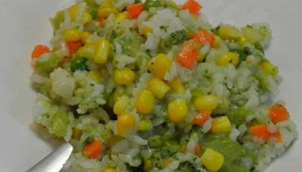 Постный рис с овощной смесью: вкусный ужин после трудового дня