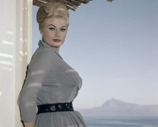 """Ушла из жизни последняя звезда """"Сладкой жизни"""" - шведская актриса Анита Экберг"""