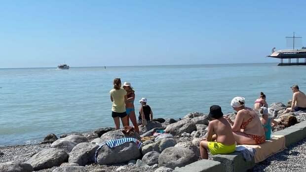 Эксперт пояснил, как в Черном море у берегов Крыма образуются радужные пленки