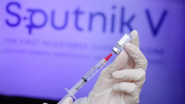 """Президент Анголы с супругой поставили прививку """"Спутник V"""""""