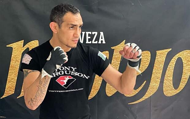Тони Фергюсон проиграл Дариушу единогласным решением в со-главном бою UFC 262