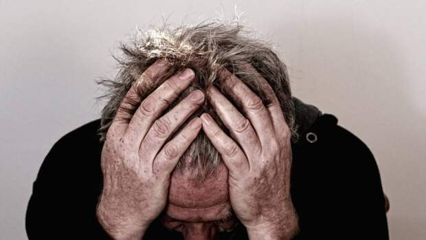 Главный невролог Петербурга Вознюк перечислил угрожающие инсультом признаки тромбоза