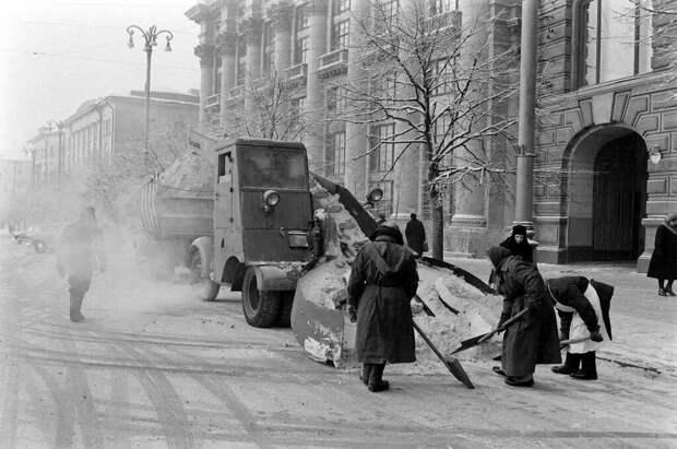 Какие раньше были зимы. С нынешними не сравнить (Подборка редких фото эпохи СССР)