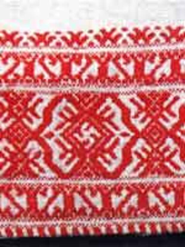 Свастика на фрагменте подола женской рубахи. Сер. 19 в.