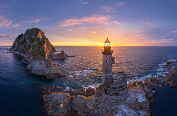 Россия: остров Сахалин. Маяк Анива